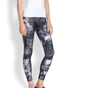Zara Terez Performance Rose Pattern Legging